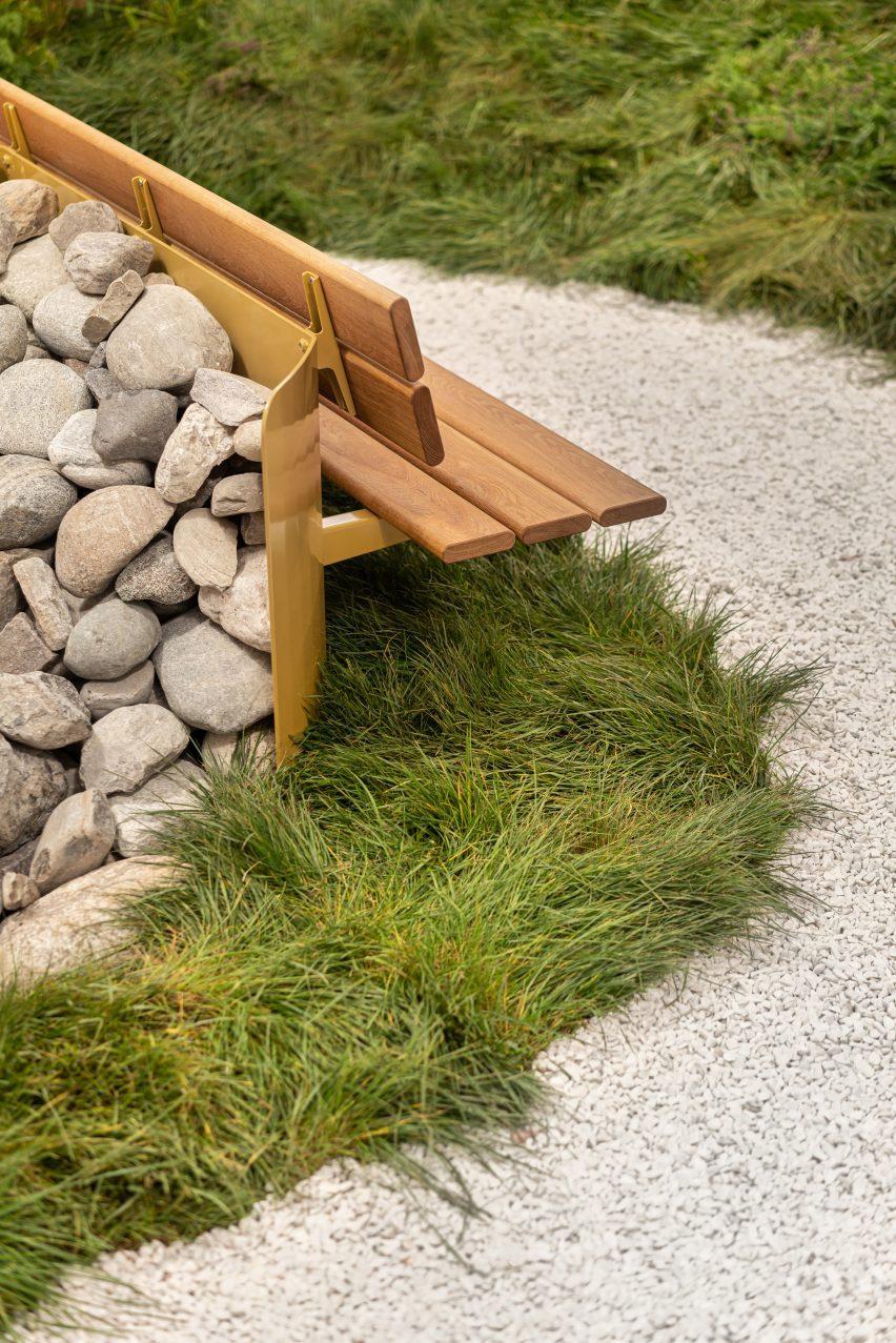 Скамейка с каменным ворсом от Vestre на миланской неделе дизайна