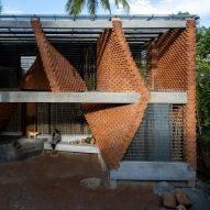 Wallmakers uses brick to create curved supporting walls at Pirouette House
