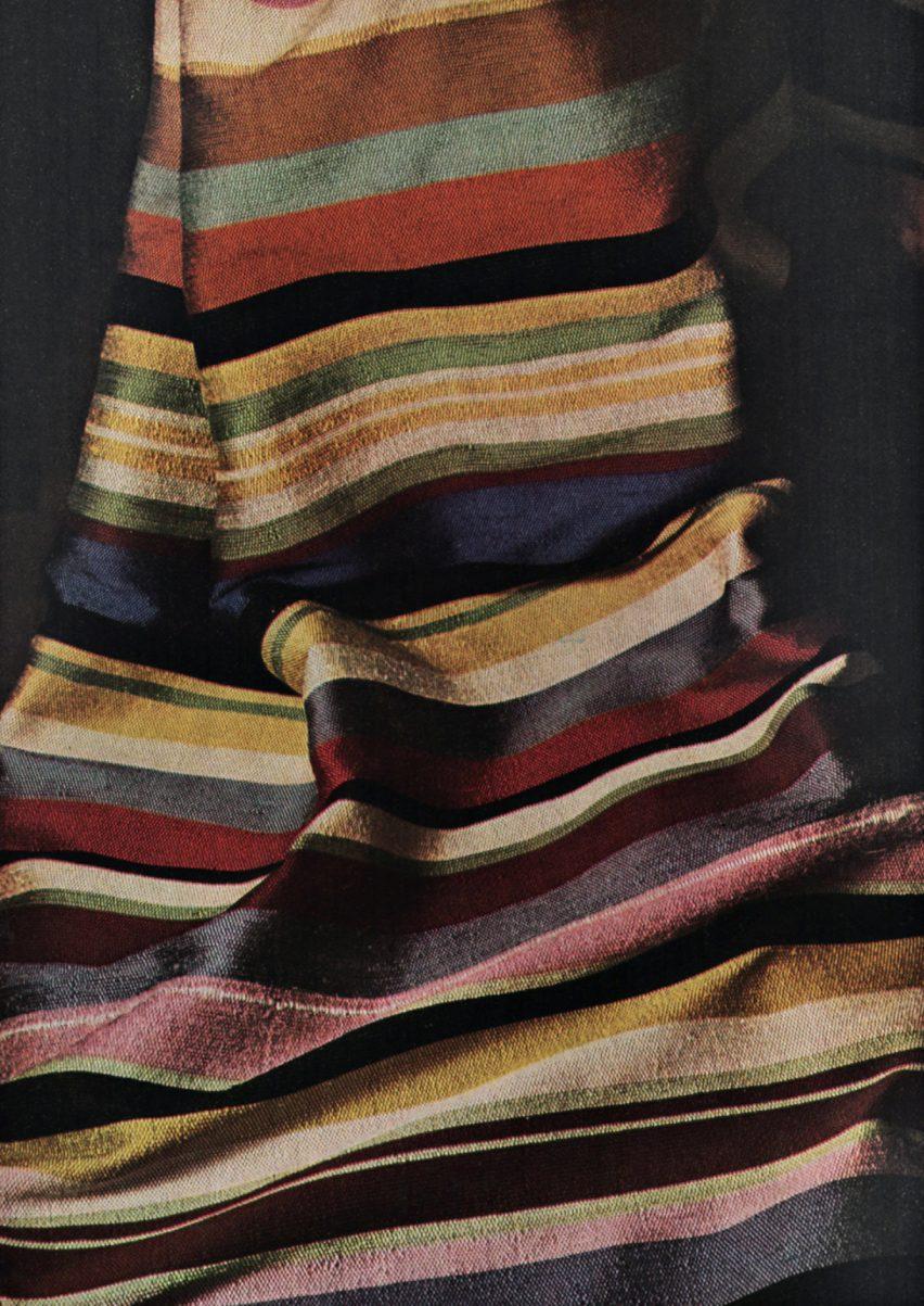 Kain bergaris, 1964, oleh Gegia Bronzini