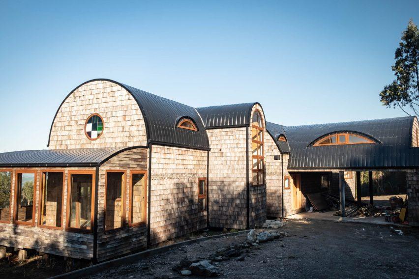 La casa anterior fue escrita por Edward Rose Architectos