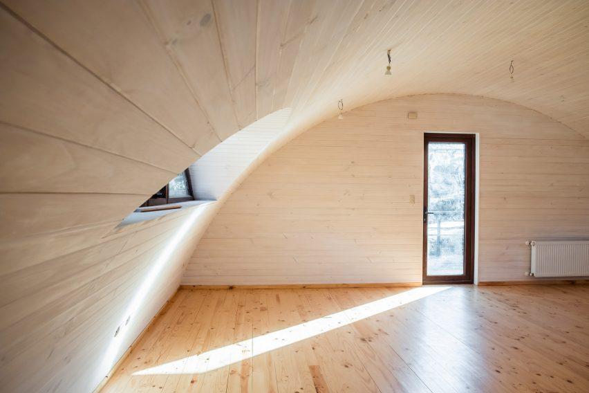 Interiores de madera en la casa.
