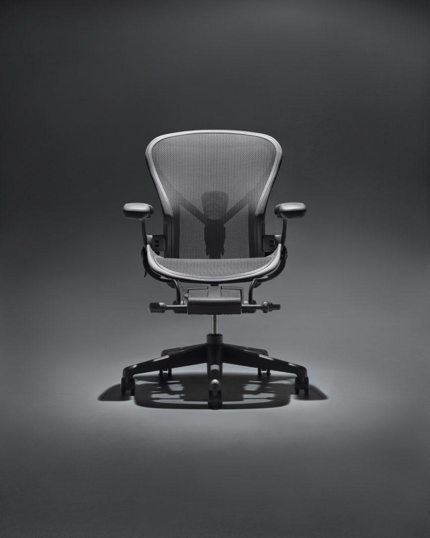 Черный стул Aeron Onyx от Германа Миллера