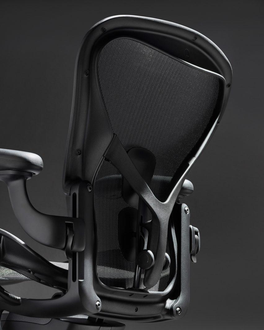 Спинка черного офисного стула