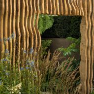 Thomas Hoblyn creates Chelsea Flower Show garden with textured walls and wooden screen