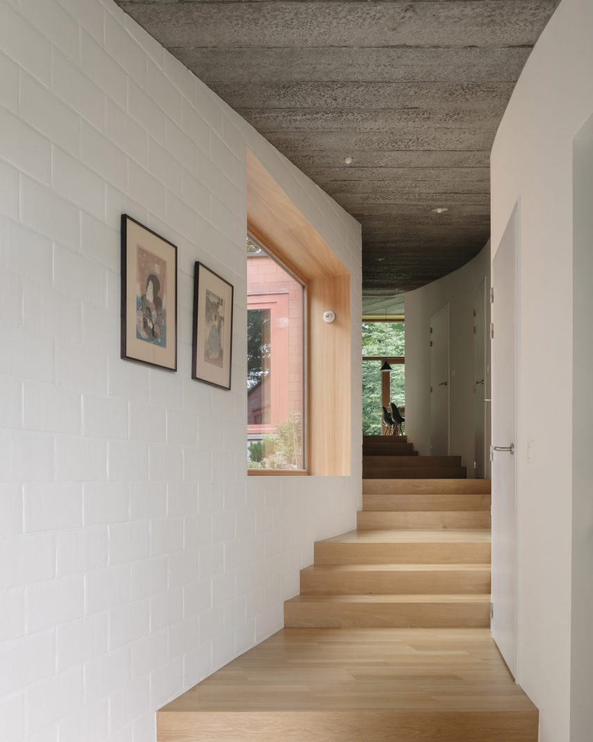 Walkway in house by Bovenbouw Architectuur