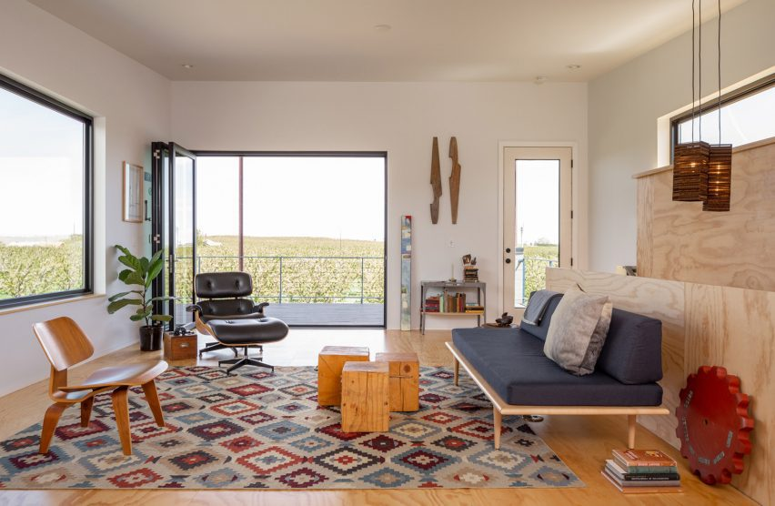 Colourful interiors in Cloud Ranch