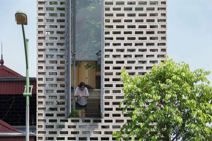 Concrete screen facade of CH House by ODDO Architects