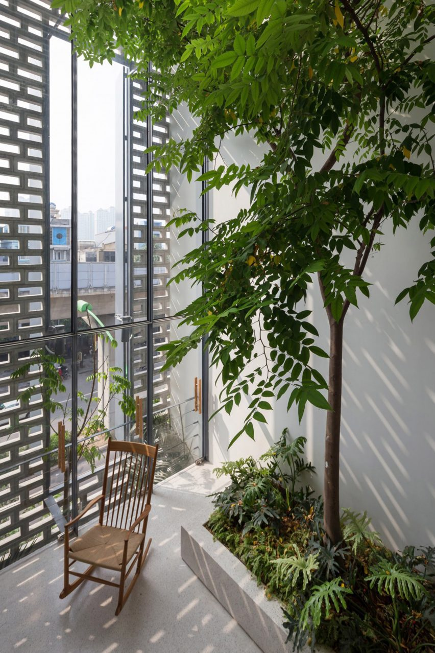 Facade window and trees at CH House by ODDO Architects