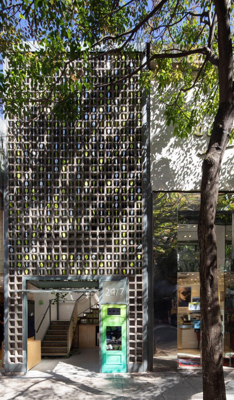 Teashop with kinetic facade