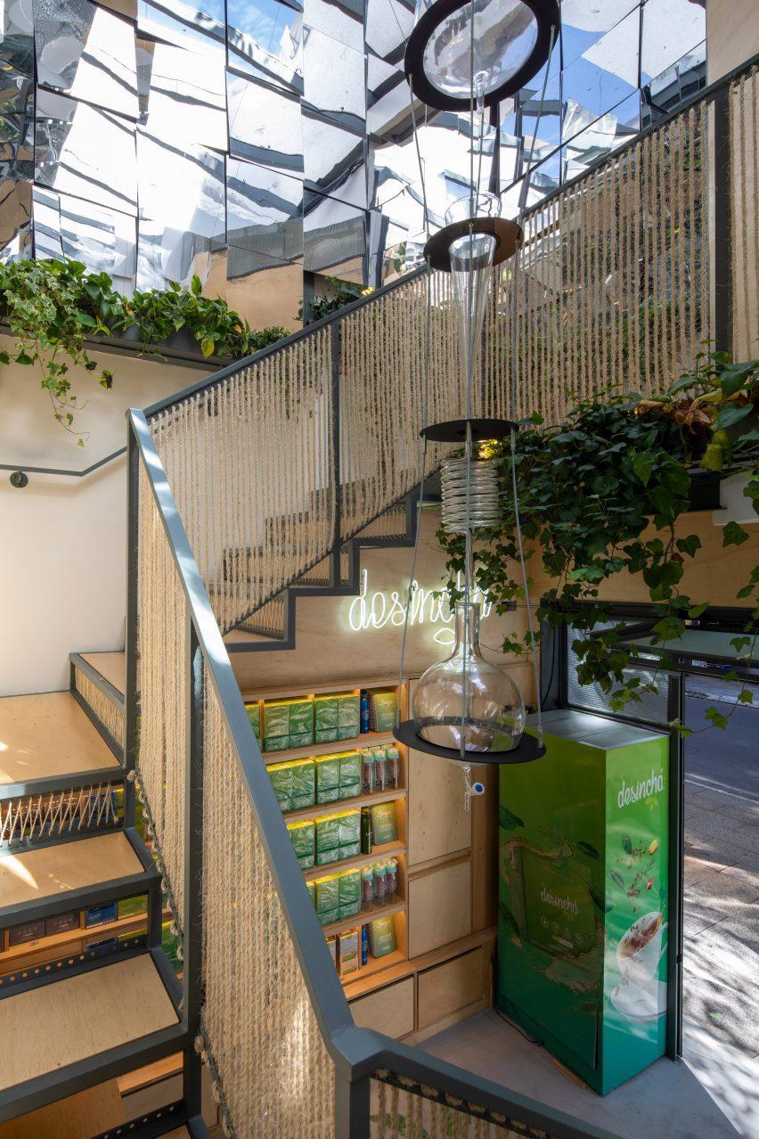 Rope staircase railings