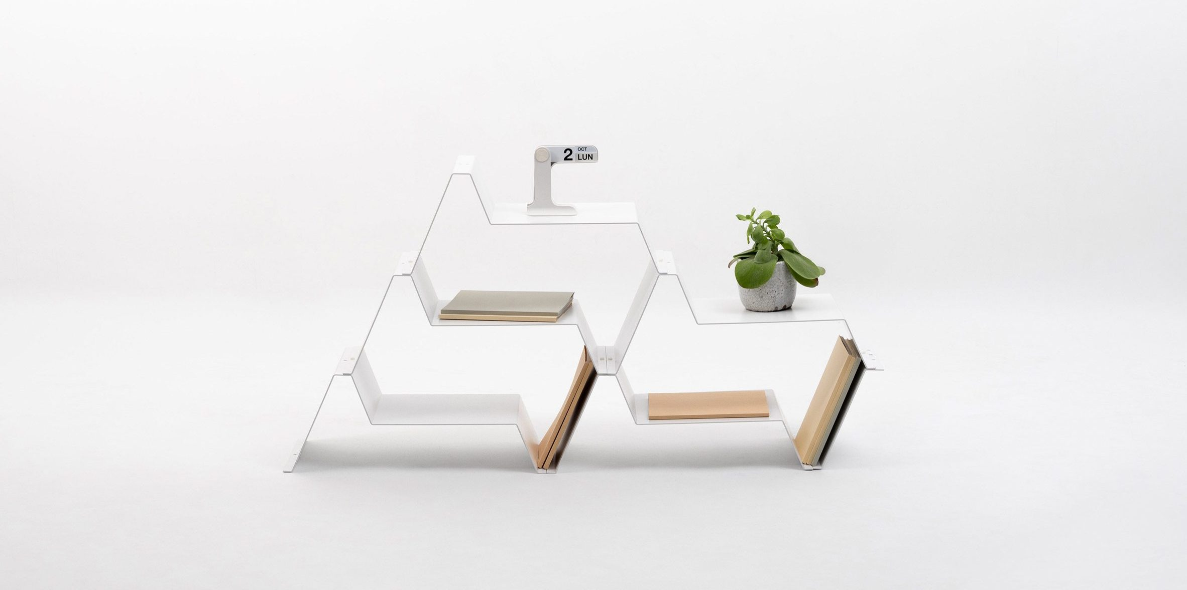 A photograph of the Frequence shelf by Jean Couvreur for Kataba