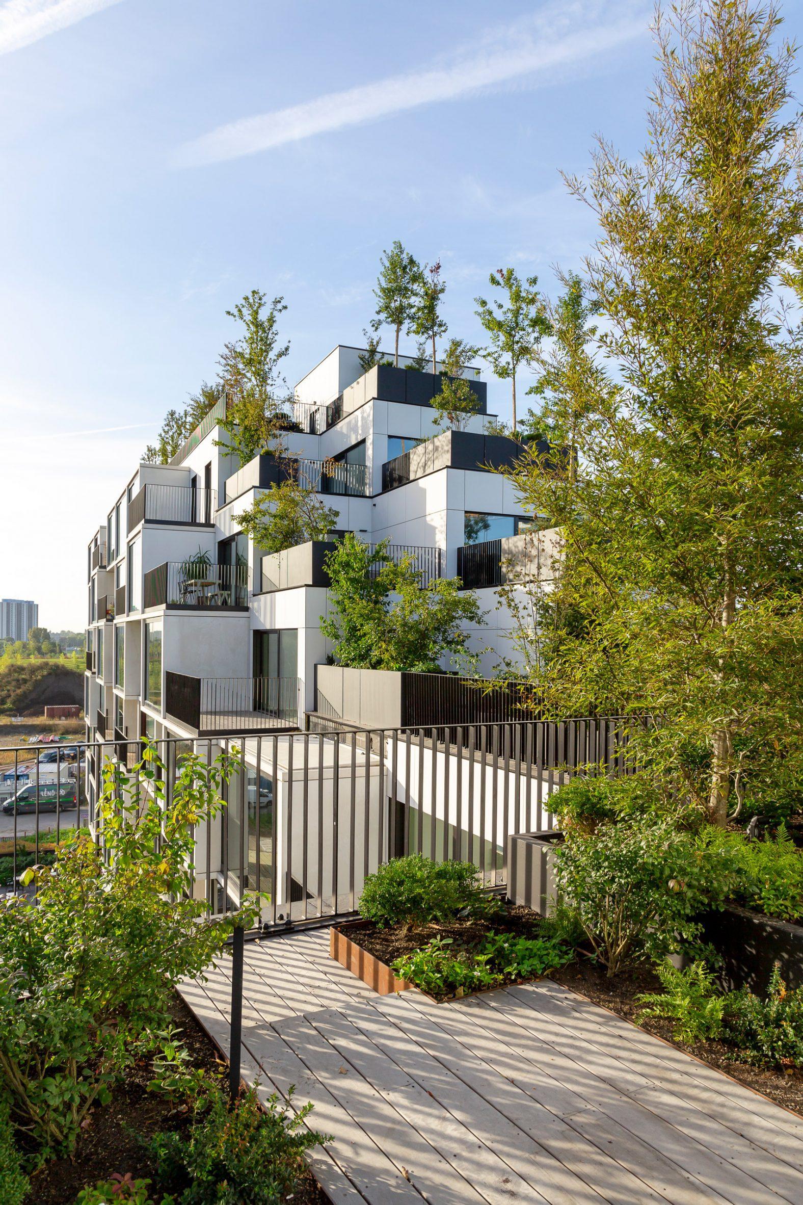 Apartment balcony by Stefano Boeri