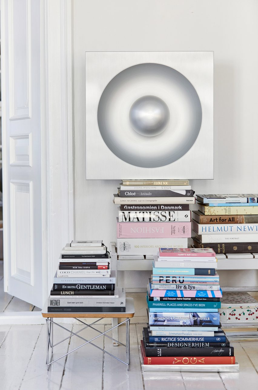 Speigel lamp pictured above books