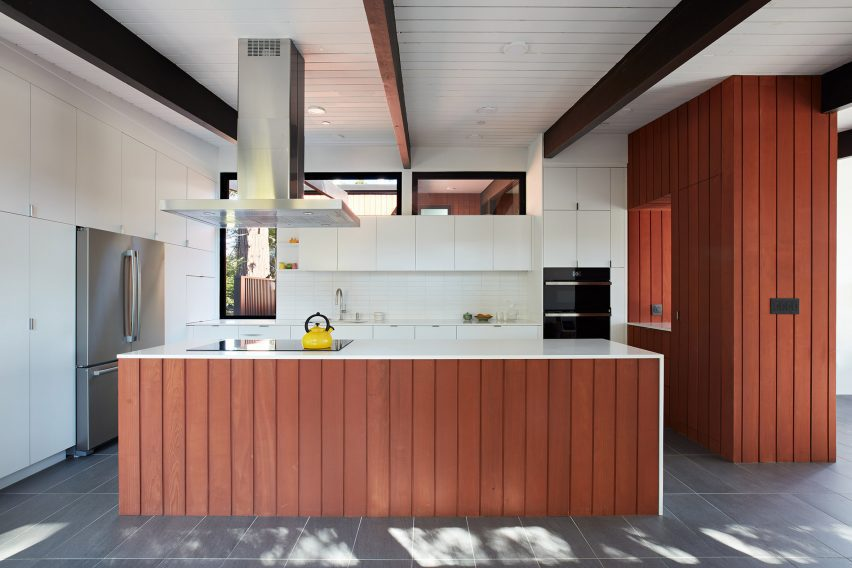 Wooden panelling in the kitchen by Klopf Architecture