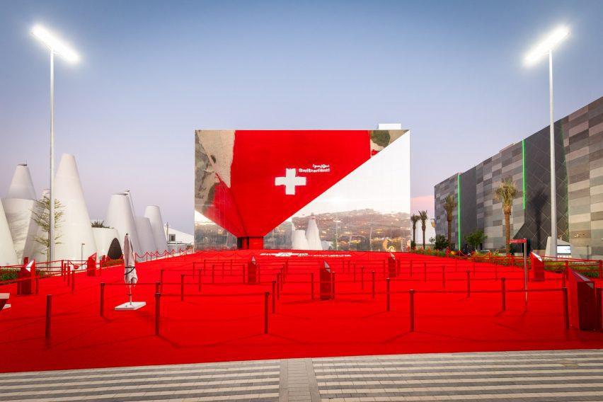 mirrored pavilion at Dubai Expo