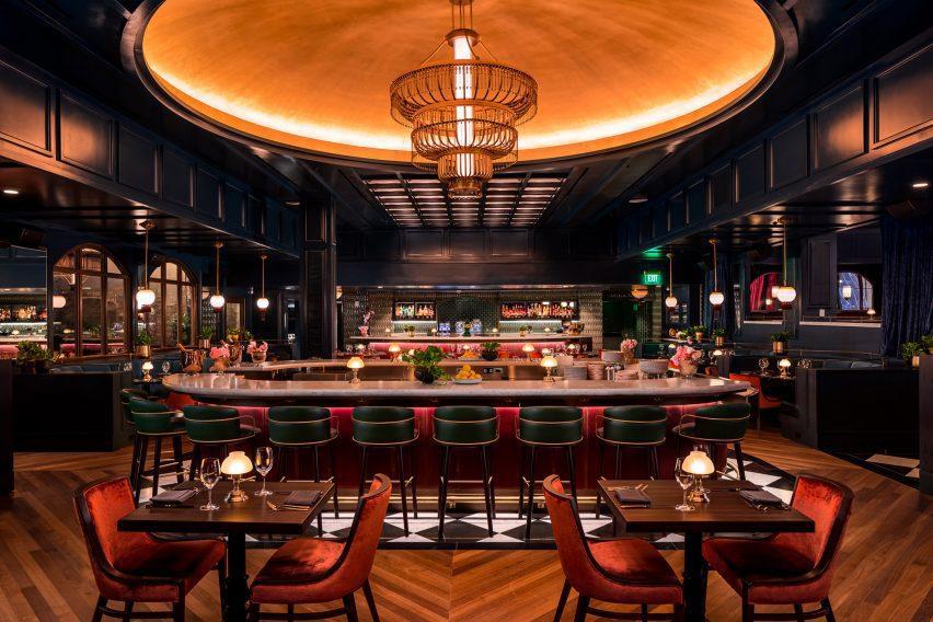 Supper Club در ناهار خوری و بار اصلی Twelve Thirty Club